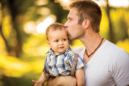 Dad_Baby_Kiss